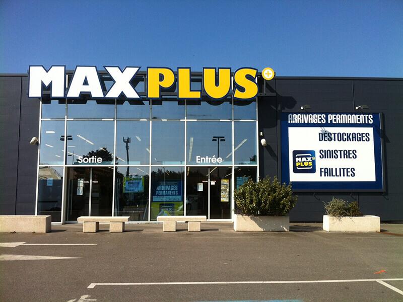 Enseigne Maxplus au Pouliguen (44) - Adhésif Publicité - Votre signalétique adhésive (44)