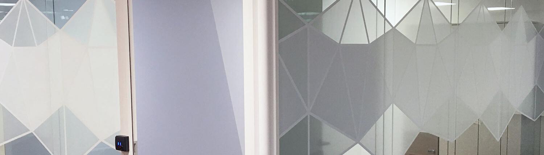 Vitrophanie, adhésif vitrine - Adhésif Publicité - Votre signalétique adhésive sur Nantes (44)